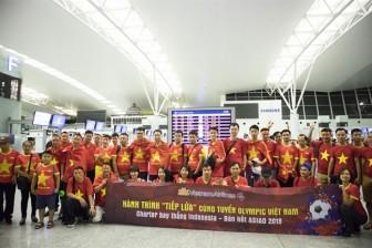 Hàng trăm người xếp hàng ở sân bay để sang Indonesia 'tiếp lửa' Olympic Việt Nam