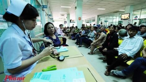 Bảo hiểm y tế chậm thanh toán, bệnh viện 'nợ như chúa chổm'