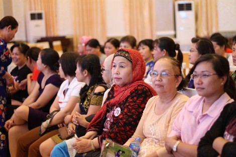 Tuyên dương 98 gương phụ nữ dân tộc