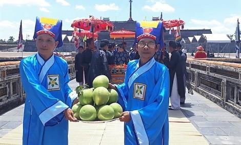 Độc đáo nghi lễ tái hiện cung tiến thanh trà vào hoàng cung xứ Huế