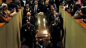 Ariana Grande bị sàm sỡ trong lễ tang của nữ danh ca Aretha Franklin