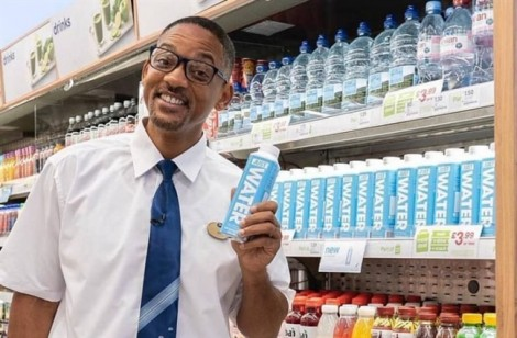 Tài tử Will Smith nhiệt tình phụ con trai kinh doanh thức uống đóng chai