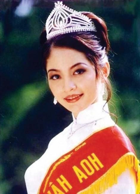 Hoa hậu Nguyễn Thiên Nga: Chưa bao giờ khóc vì vương miện