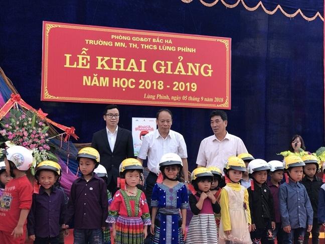 Le phat dong trao tang mu bao hiem cho hoc sinh lop Mot toan quoc nam hoc 2018 - 2019