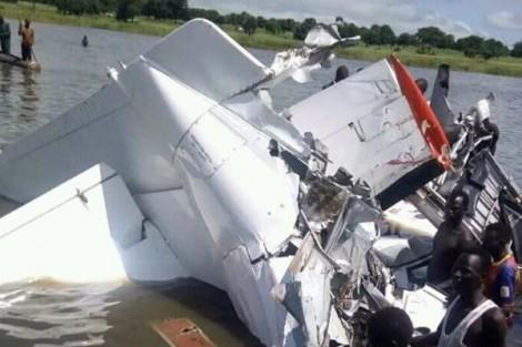 Em bé 6 tuổi sống sót hy hữu trong vụ rơi máy bay ở Sudan