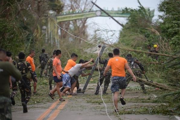 Sieu bao Mangkhut quet qua, dan Philippines mat nha cua