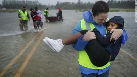 Vừa đổ bộ vào Mỹ, siêu bão Florence đã gây thiệt hại nặng nề