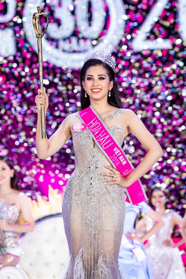Tran Tieu Vy dang quang 'Hoa hau Viet Nam' 2018