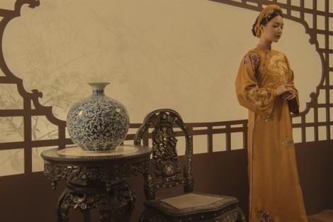 Áo dài thêu tinh xảo lấy cảm hứng từ cung đình Huế