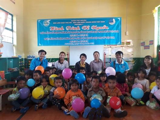 Quan Phu Nhuan: Mang Tet Trung thu den som cho tre em dan toc o Lam Dong