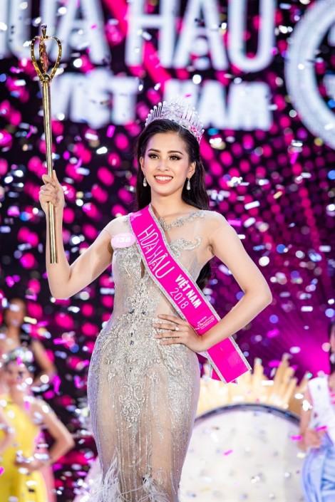 Mẹ Hoa hậu Trần Tiểu Vy: 'Con gái tôi rất ngoan, hiền'
