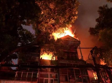 Cháy gần chục ngôi nhà gần Bệnh viện Nhi Trung ương, chưa rõ thương vong