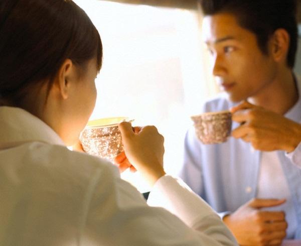 Tien xay nha chu yeu do chong tra no, toi co duoc chia doi?