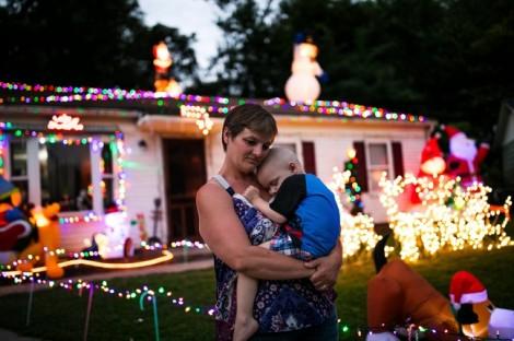 Giáng sinh giữa tháng Chín tặng riêng cậu bé 2 tuổi ung thư giai đoạn cuối