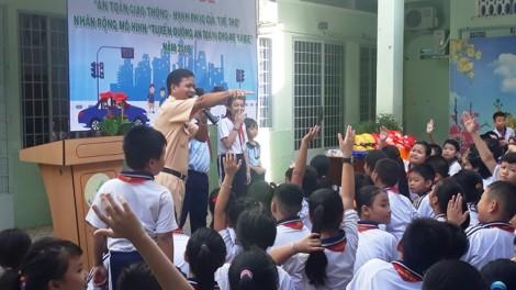 Bình Thạnh: Tuyên truyền về an toàn giao thông cho hơn 4.000 học sinh