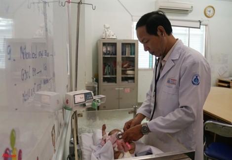 Lần đầu tiên ứng dụng kỹ thuật mới cứu bé sinh non không phải cắt bỏ tay