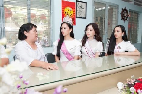 Hoa hậu Việt Nam vui trung thu cùng trẻ em tàn tật, mồ côi