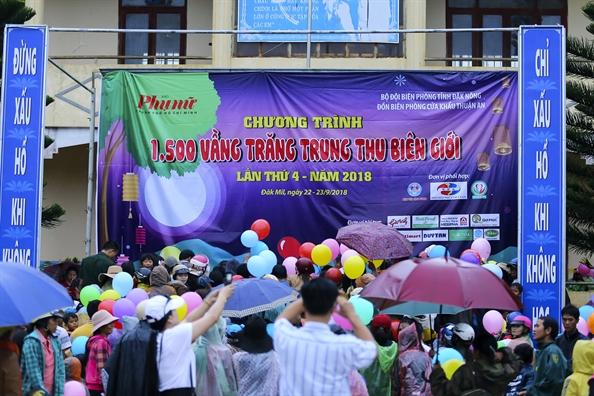 Bao Phu Nu mang Trung thu ve voi tre em ngheo Dak Nong