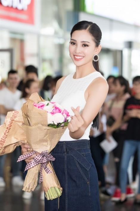 Người dân Hội An háo hức đón Hoa hậu Trần Tiểu Vy về thăm quê
