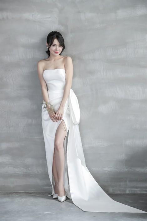 Nhã Phương diện loạt váy đơn giản, thanh lịch trong bộ ảnh cưới