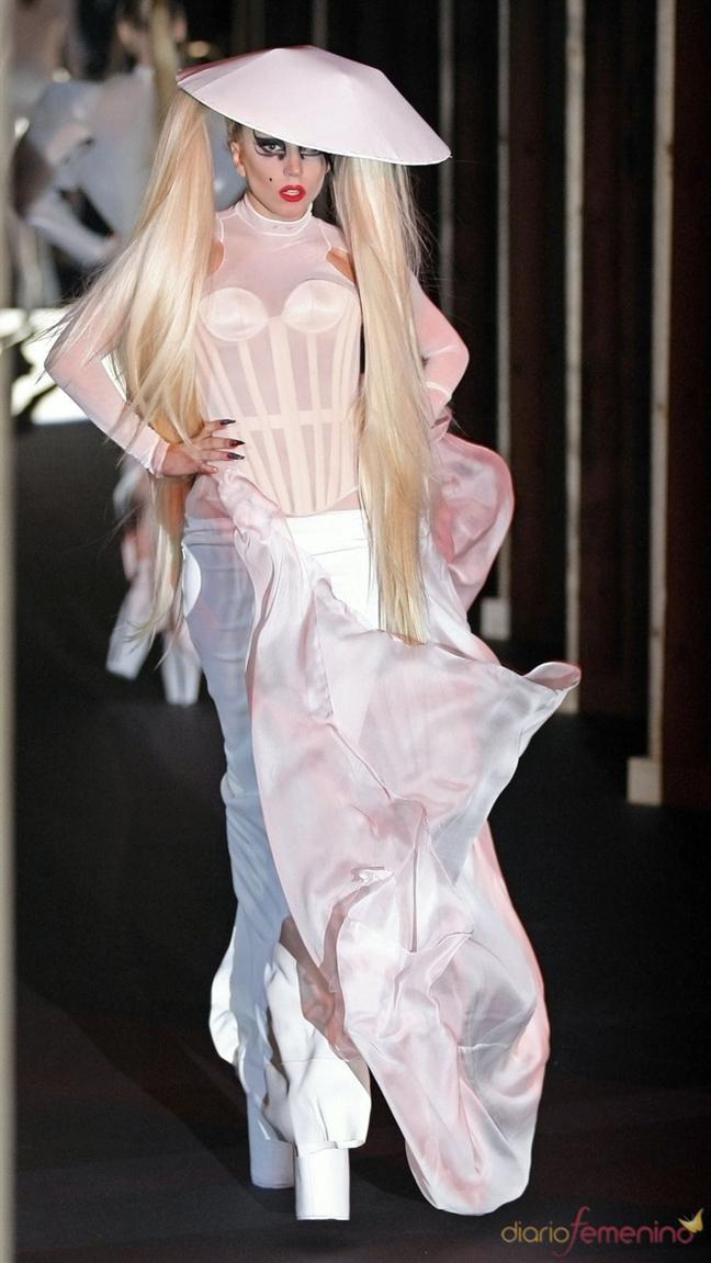 Lady Gaga: Trai tim am sau ve ngoai lap di