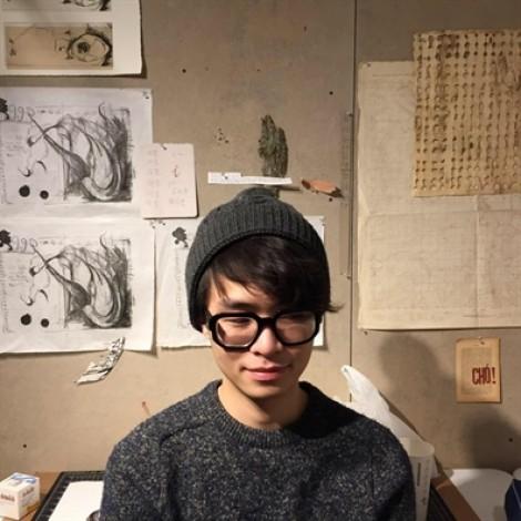 Kenny Ng đưa giấy vàng mã vào triển lãm đương đại