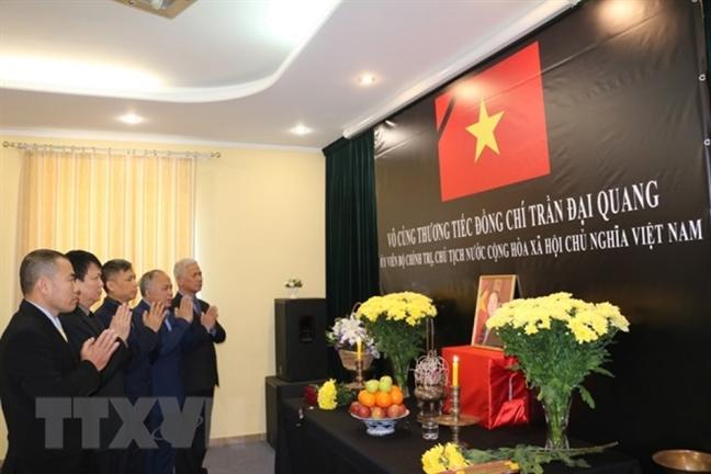 Cac co quan dai dien Viet Nam o nuoc ngoai to chuc le vieng Chu tich nuoc Tran Dai Quang