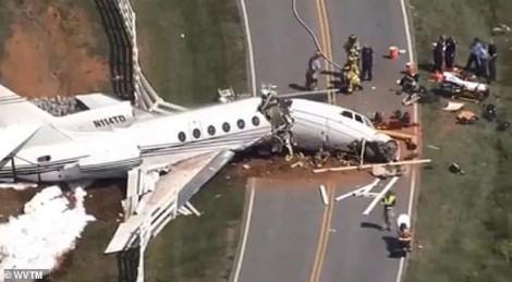 Mỹ: Máy bay đâm thẳng vào hàng rào, 4 người thương vong