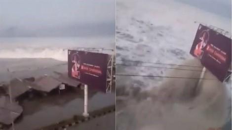 Người dân Indonesia hoang mang khi chính quyền gỡ cảnh báo ngay trước khi sóng thần ập vào