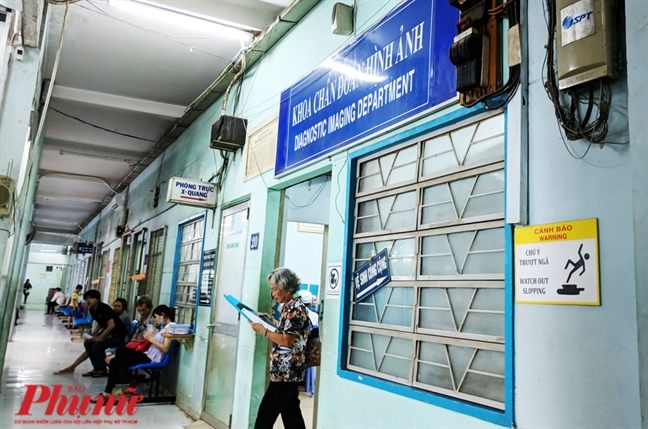 Nhan vien Benh vien An Binh nghi viec hang loat co phai do thu nhap thap?