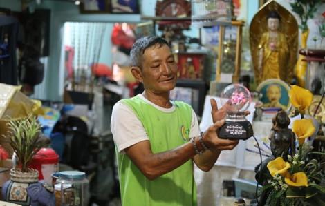 Kho đồ ve chai của ông lão nhặt rác ở Sài Gòn