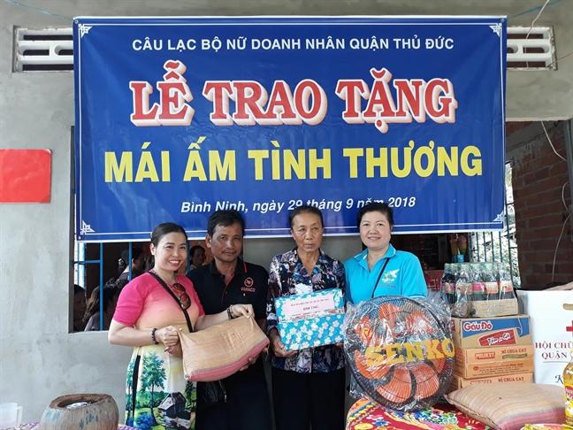 Quan Thu Duc: Tang mai am tinh thuong cho ho ngheo tinh Tien Giang
