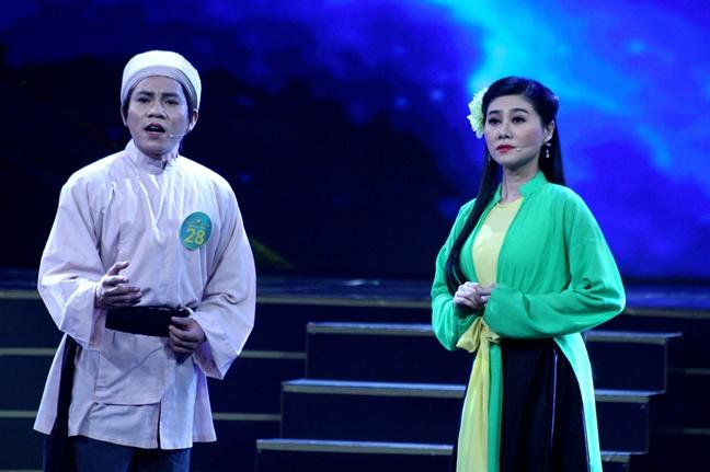 Co be chan vit dang quang 'Chuong vang vong co' 2018