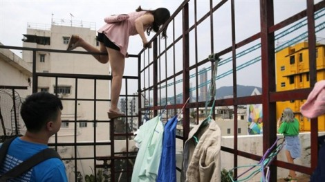 Giới trẻ Trung Quốc mạo hiểm tính mạng để chụp ảnh selfie