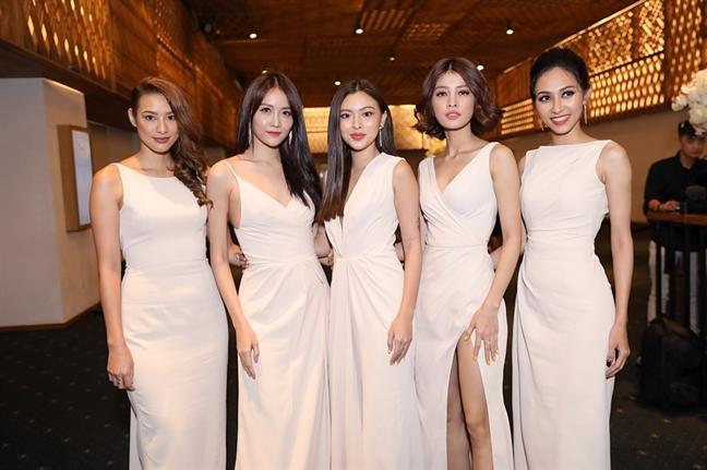 Lan Khue chinh thuc len xe hoa cung doanh nhan John Tuan Nguyen