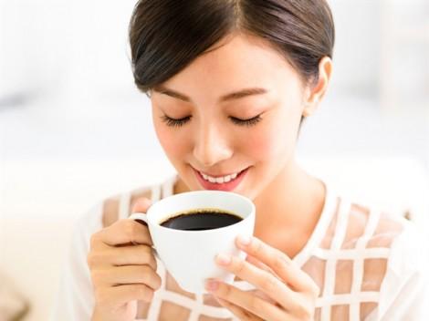 Nghiện cà phê nhưng răng vẫn sáng bóng nhờ những bí quyết này