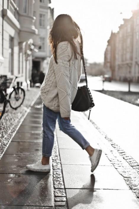 Đón gió cùng sneaker và áo len