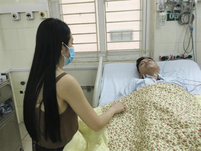 Nhieu y kien trai chieu ve viec live show Tuan Hung bi dung to chuc sat gio dien