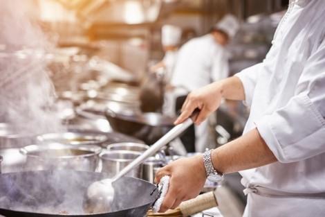 Tiếp xúc với khói do nấu ăn gây ra 35% trường hợp đục thủy tinh thể ở phụ nữ