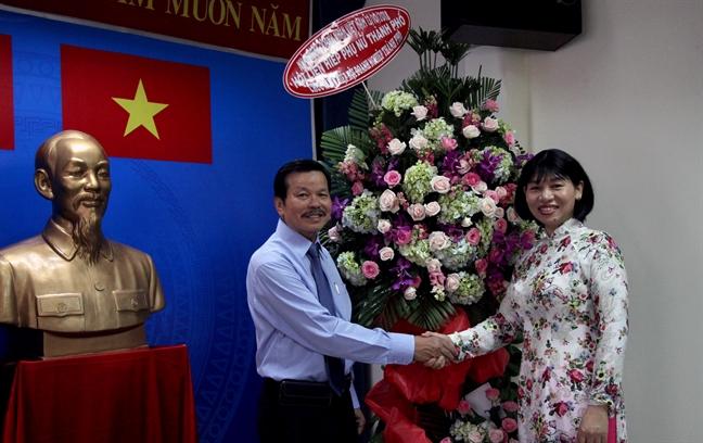 Hoi LHPN TP.HCM tham va chuc mung Ngay Doanh nhan Viet Nam