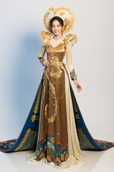Á hậu Phương Nga trình diễn áo dài ngũ phụng tại 'Hoa hậu Hoà bình Quốc tế' 2018