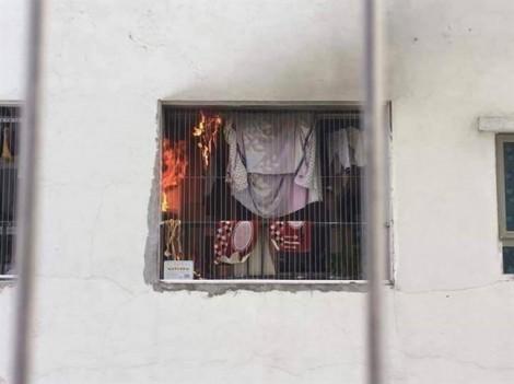 Cháy chung cư ở Hà Nội, cư dân kéo nhau chạy ra đường
