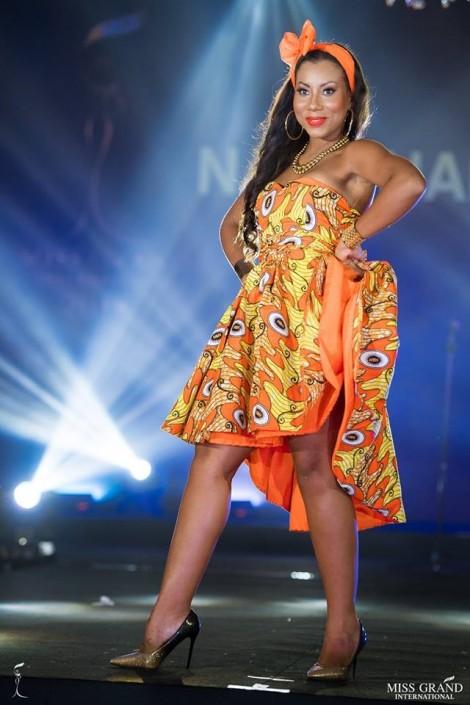 Thí sinh 'Hoa hậu Hoà bình Quốc tế 2018' gặp sự cố trình diễn trang phục truyền thống