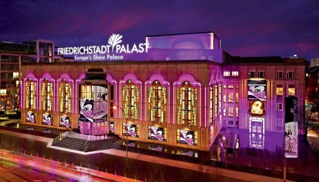 Nha hat Friedrichstadt-Palast va 'ngoi den anh sang' tai Berlin