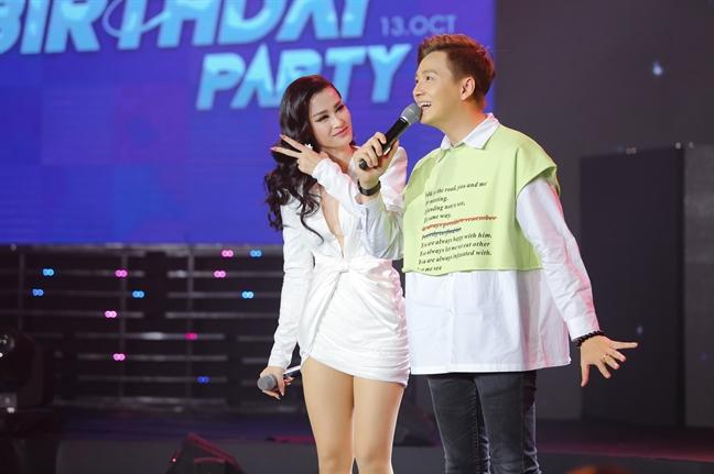 Dong Nhi ky niem 10 nam ca hat bang live show hoanh trang