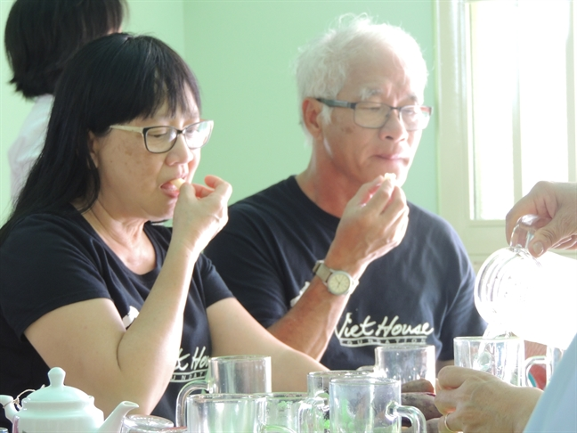 Bao Phu Nu trao mai am tinh thuong cho phu nu ngheo vung bien gioi
