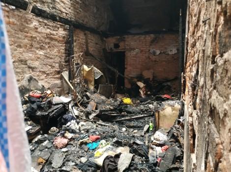 Phút kinh hoàng bố dượng đổ xăng đốt con riêng của vợ qua lời kể nhân chứng