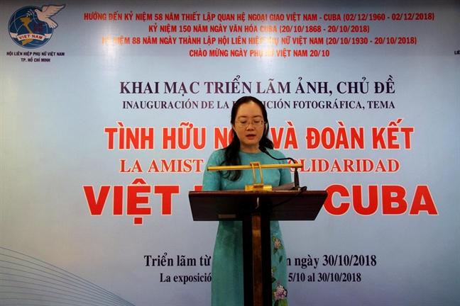 Trien lam anh chu de 'Tinh huu nghi va doan ket Viet Nam-Cuba'