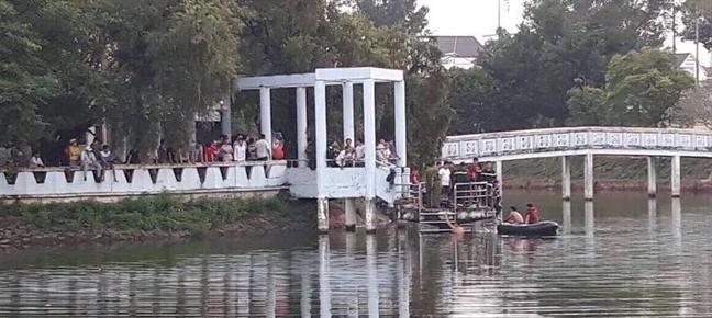 Dong Nai: Lat thuyen, 2 hoc sinh roi xuong ho tu vong