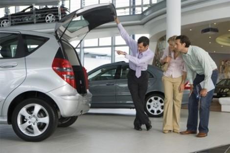 Giá xe hơi không giảm như kỳ vọng